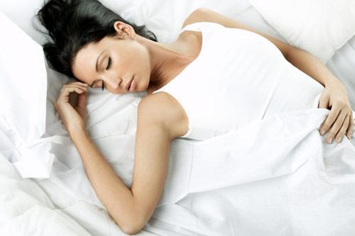 Как правильно спать на спине после маммопластики?